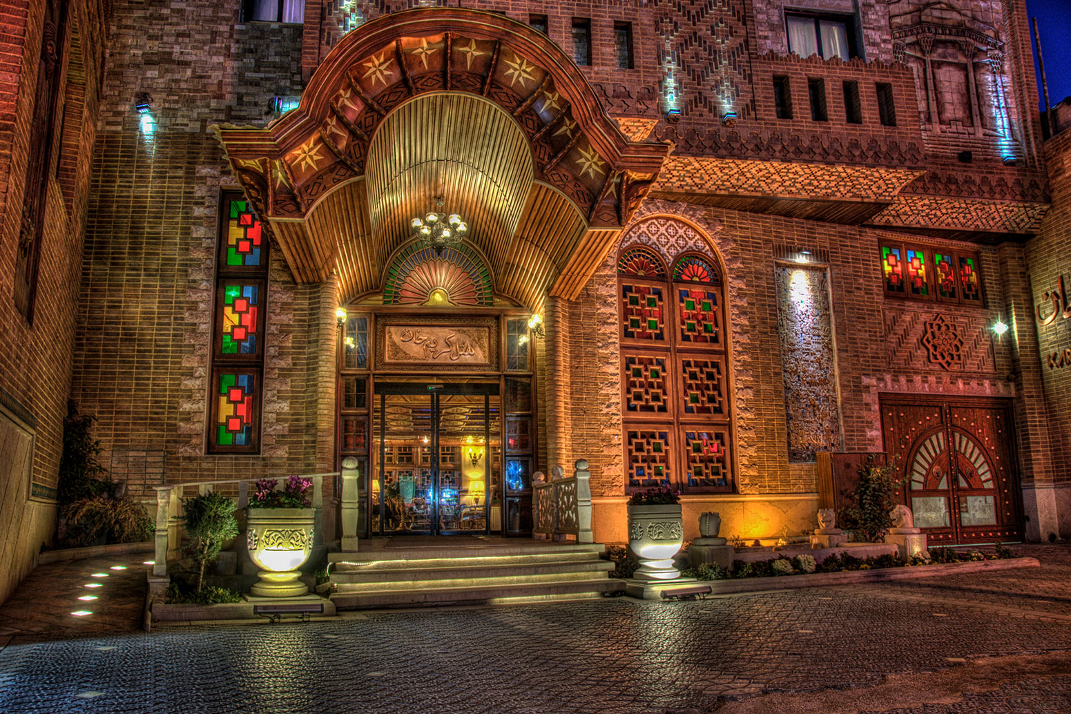 نمای زیبای هتل کریمخان